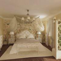 Вьющиеся растения в интерьере спальни
