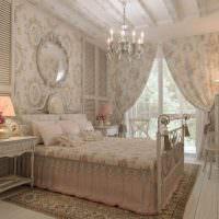 Винтажная мебель в спальне загородного дома