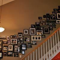 Лестничный марш с фотографиями в частном доме