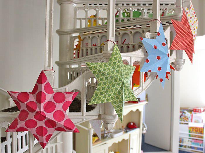 Украшение детской комнаты звездами к празднику