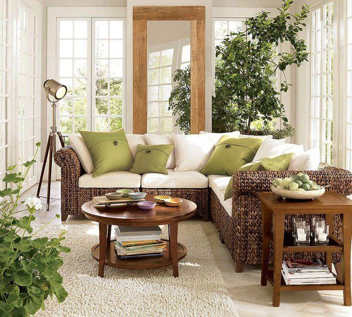 Угловой диван в гостиной эко-стиля