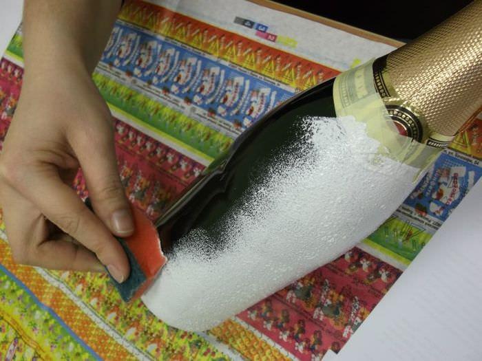 Подготовка стеклянной бутылки для декупажа