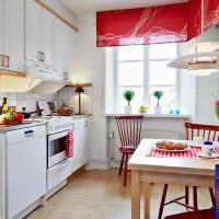 Красный цвет в белой кухне