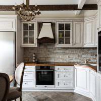 Искусственный камень на кухонном фартуке
