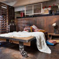 Кровать из заводской тележки в спальня стиля лофт