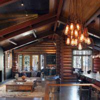 Интерьер большой гостиной в доме из бревен