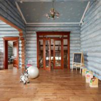 Оттенки голубого цвета в интерьере деревянного дома