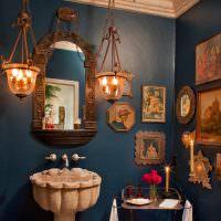 Кованные светильники в интерьере ванной комнаты