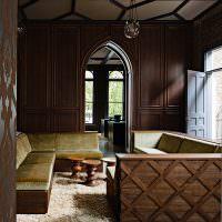 Отделка гостиной деревянными панелями