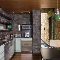 Темный камень в интерьере кухни частного дома