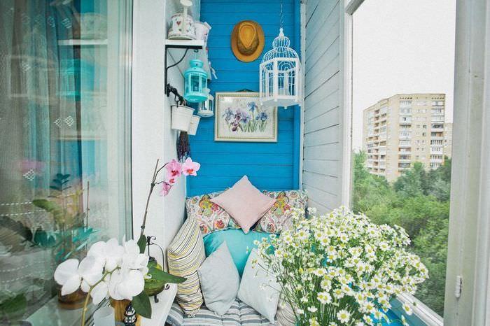 Интерьер балкона в духе прованса