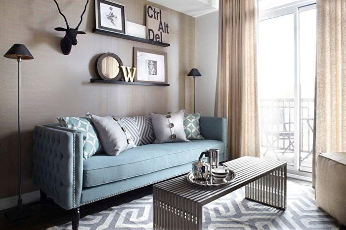 Компактный диван в гостиной хрущевки