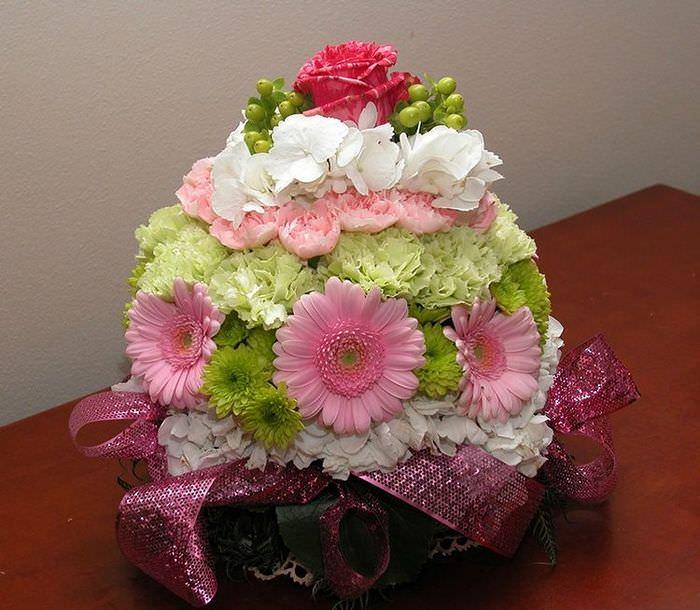 Пример составления бидермейера из искусственных цветов
