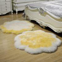 Два коврика из искусственного меха