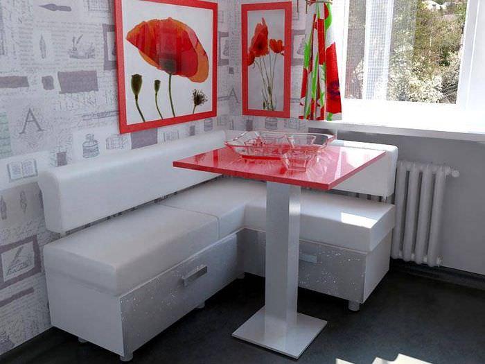 Кухонный столик с красной столешницей