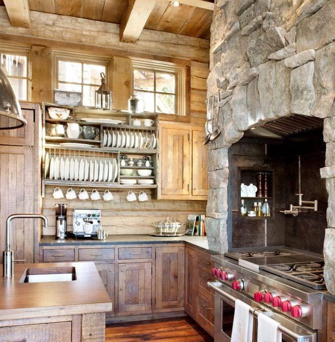 Интерьер кухни в стиле кантри с отделкой камнем