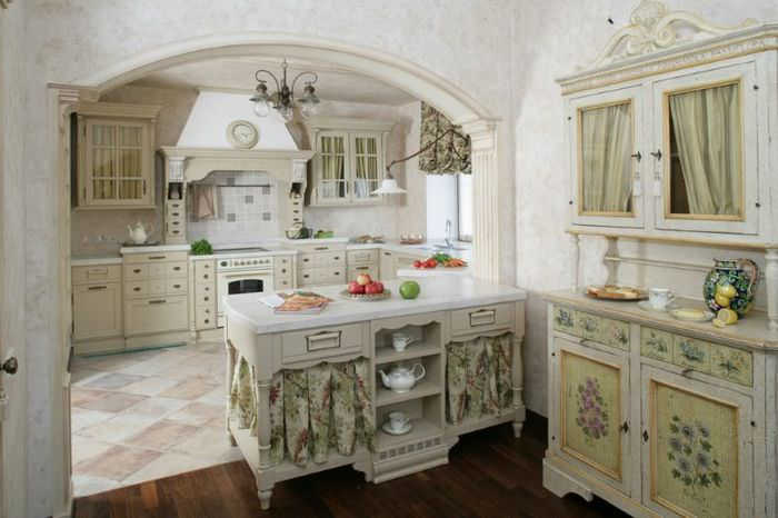 Дизайн кухни с аркой в итальянском стиле