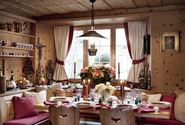 Интерьер кухни деревянного дома в стиле кантри