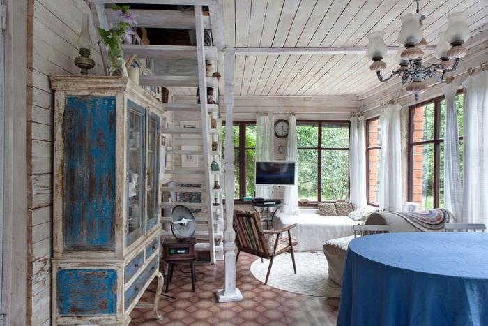 Интерьер гостиной загородного дома в стиле прованс