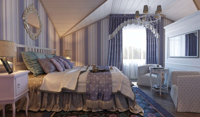 Интерьер спальни в мансарде загородного дома