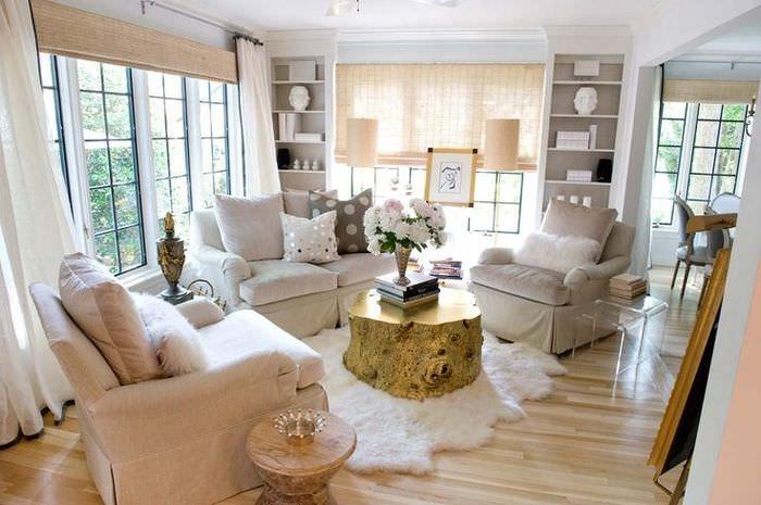 Обустройство удобной зоны для отдыха в гостиной загородного дома