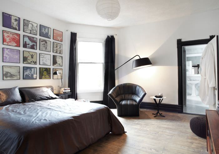 Интерьер мужской спальни в белом цвете