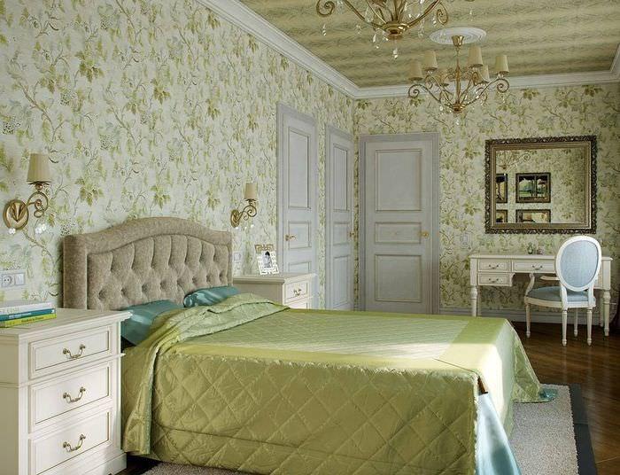 Спальня классического стиля с обоями в цветочек