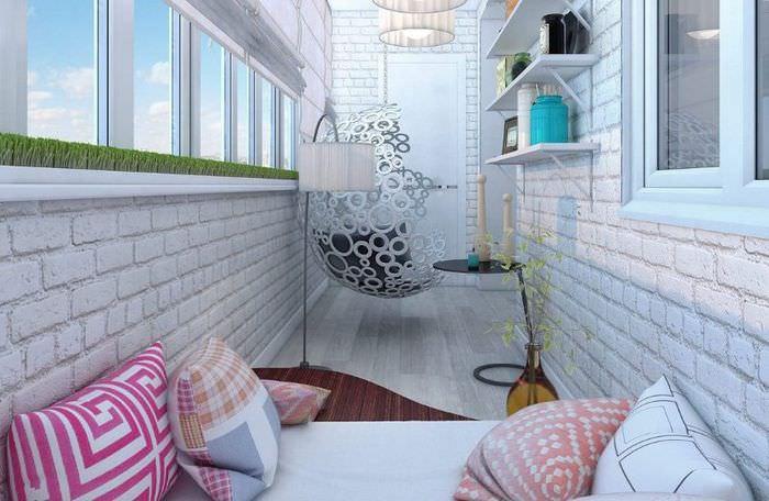 Отделка стен балкона декоративным камнем под кирпич