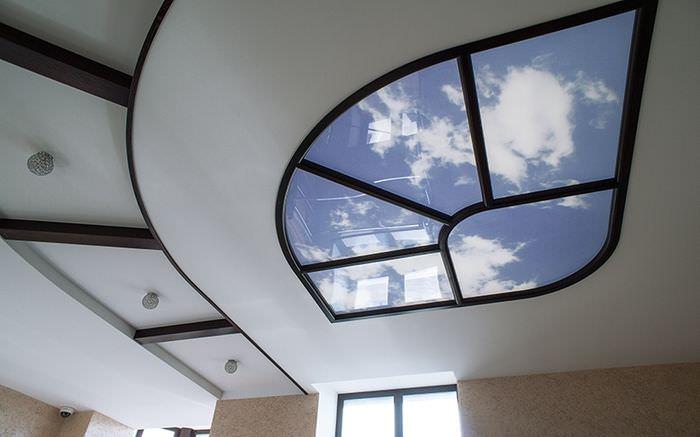 Многоуровневый потолок с имитацией окна