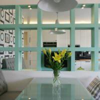 Решетчатая перегородка между гостиной и кухней
