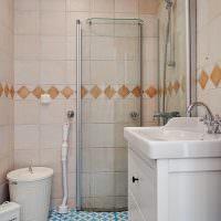 Ванная комната с бежевой плиткой