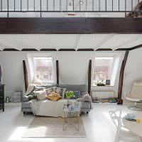 Интерьер гостиной в дачном домике