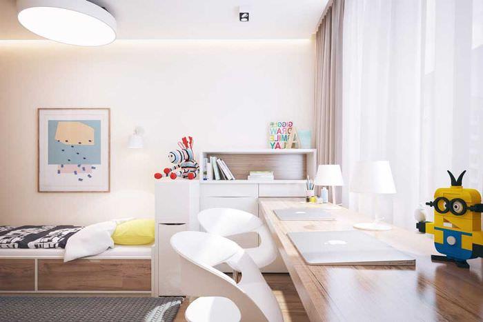 Письменный стол в детской комнате для двоих сыновей