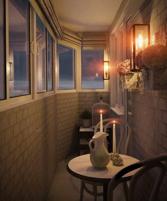 Интерьер уютного балкона современной квартиры
