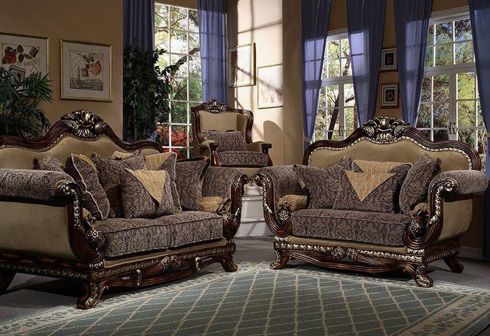 Шикарные кресла в интерьере классической гостиной