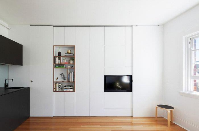 Белые шкафы в однокомнатной квартире