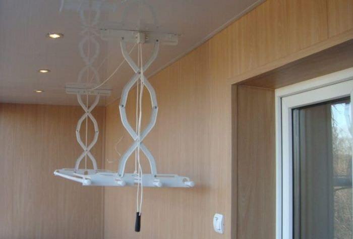 Складная сушилка для белья на балконе