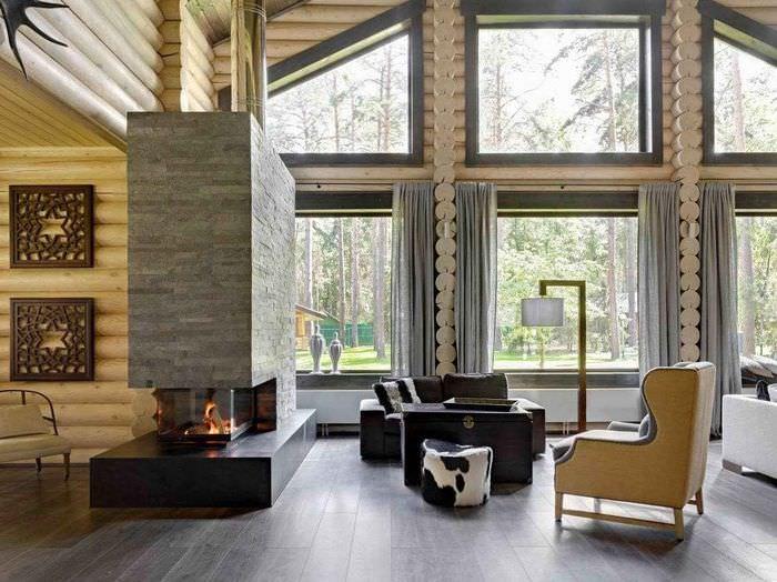 Современный камин в интерьере гостиной бревенчатого дома