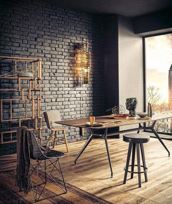 Кирпичная стена темно-серого цвета в гостиной индустриального стиля