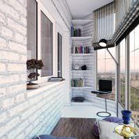 Открытые полочки в углу балкона