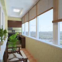 Бамбуковые шторы на окне балкона