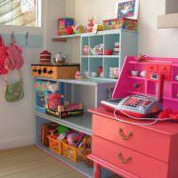 Шкафчик для детских игрушек на балконе
