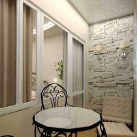Отделка торцевой стены балкона декоративным камнем