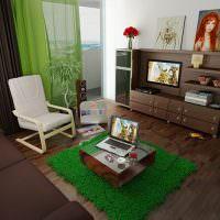 Зеленый ковер на коричневом полу