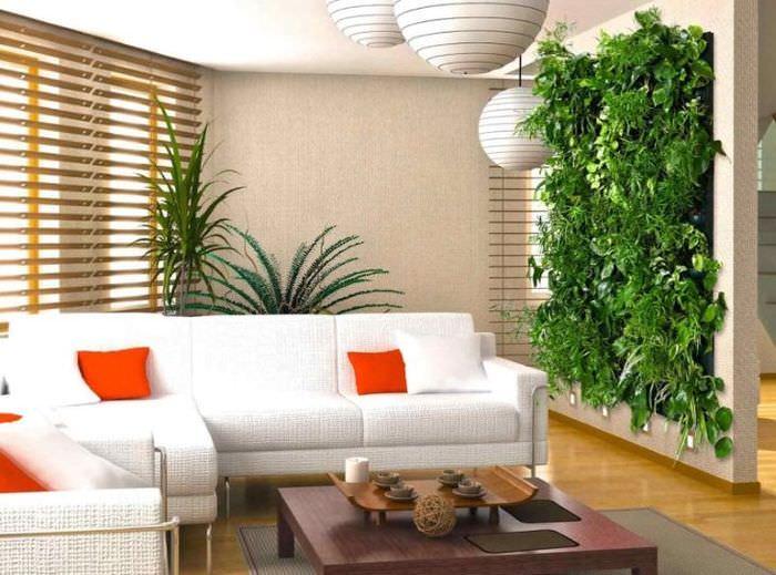 Живая стена из комнатных растений в интерьере гостиной