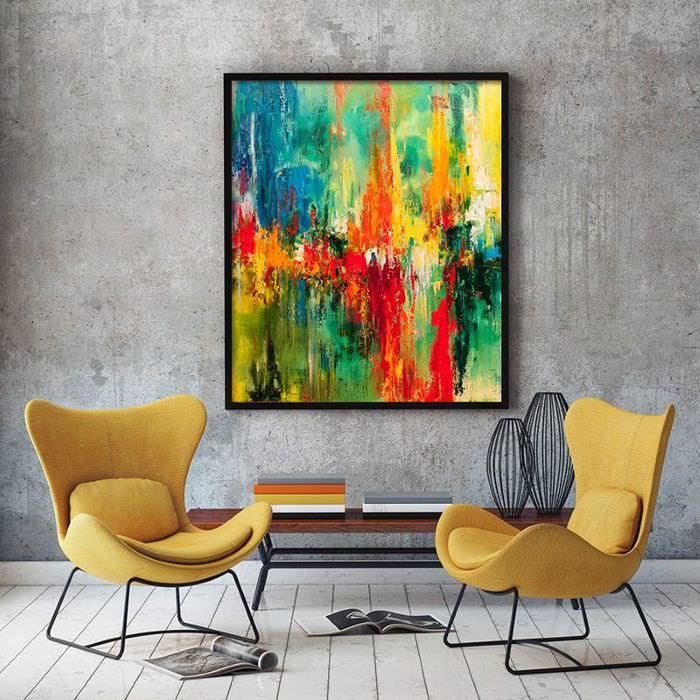 Абстрактная живопись в дизайне гостиной