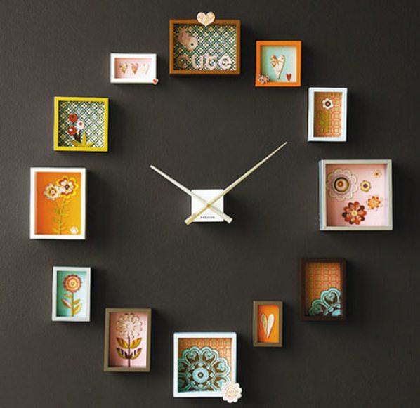 Интерьерные часы на темной стене