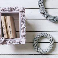 Декоративная полочка с книжками