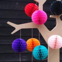 Деревце из фанеры с бумажными шариками