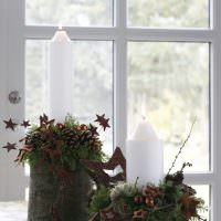 Красивые горшочки с цветами на подоконнике